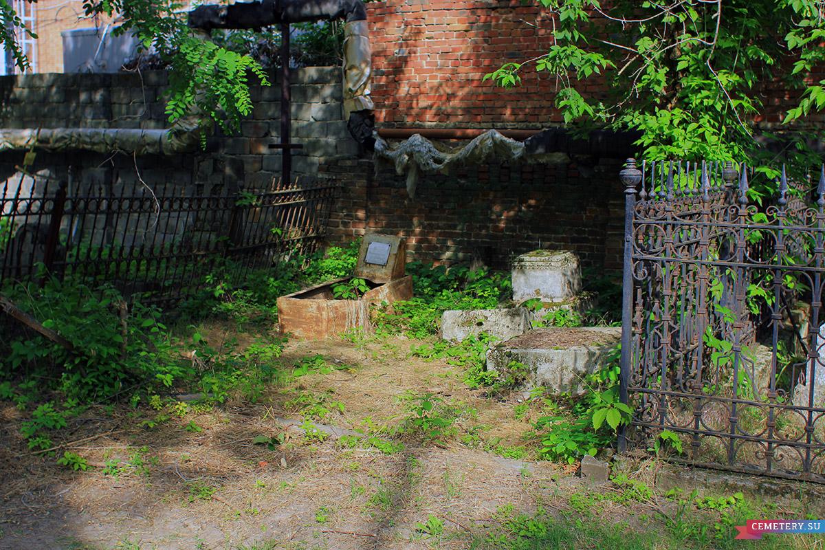 Старое кладбище Таганрога. Участок Новарного, Каплина