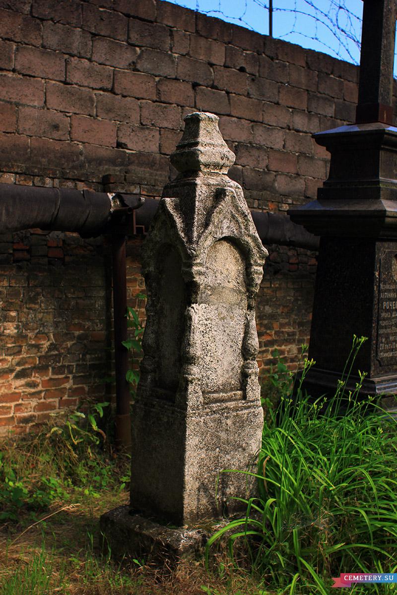 Старое кладбище Таганрога. Безымянный из белого мрамора