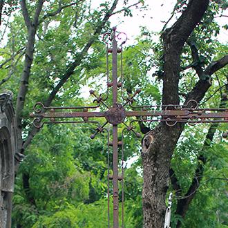 Старое кладбище Таганрога. Кованный крест без о/з