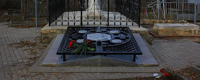 Неофициальное открытие фамильного склепа Лакиеров