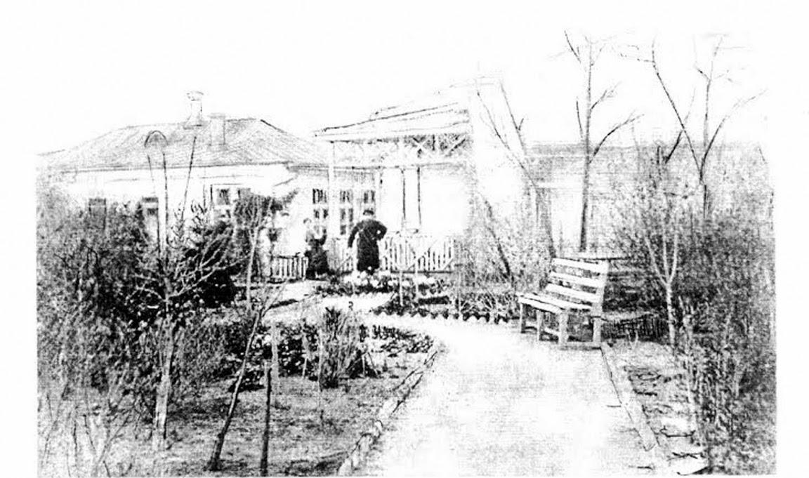 Старое кладбище Таганрога: Подворье врача Шимановского. На втором плане доктор с женой.