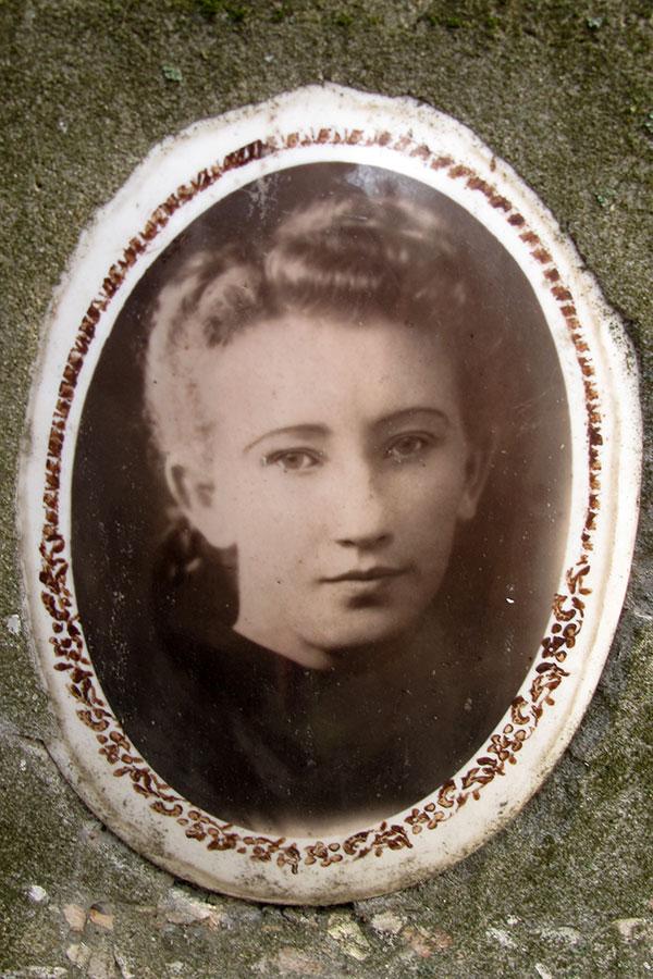 Старое кладбище Таганрога: Хорунжая Лидия Ивановна (1930-1951)