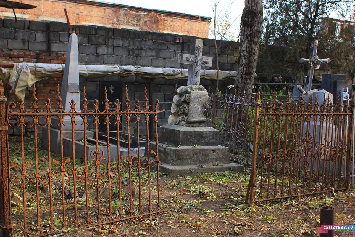 Старое кладбище Таганрога. Участок Цукановой, Тищенко, Илличевской
