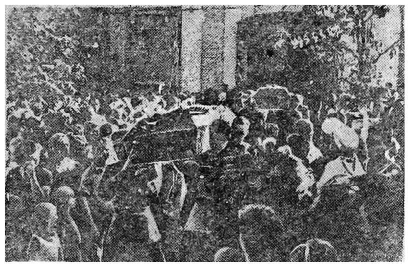Старое кладбище Таганрога. Траурная процессия с останками героев обороны Таганрога на пути к братскому кладбищу