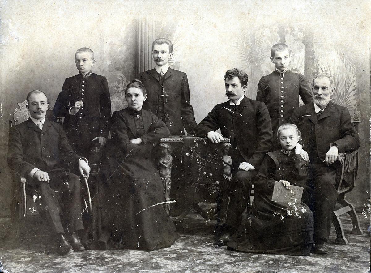 Старое кладбище Таганрога: Афанасий Аргиропуло с женой Валентиной и детьми