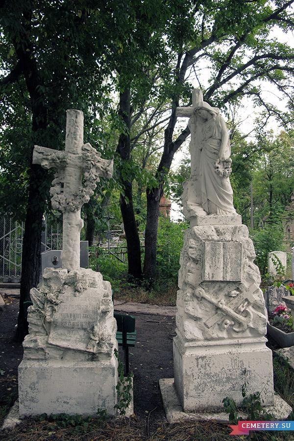 Старое кладбище Таганрога. Участок Комнено-Варваци у церкви
