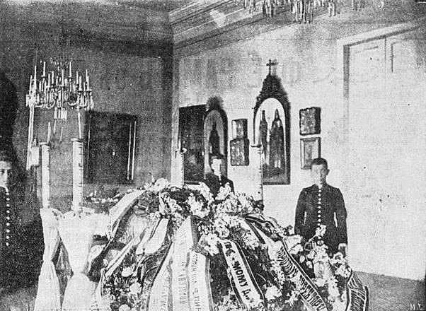 Старое кладбище Таганрога. Тѣло директора таганрогской мужской гимназiи А. Л. Громачевскаго въ гимназической церкви.