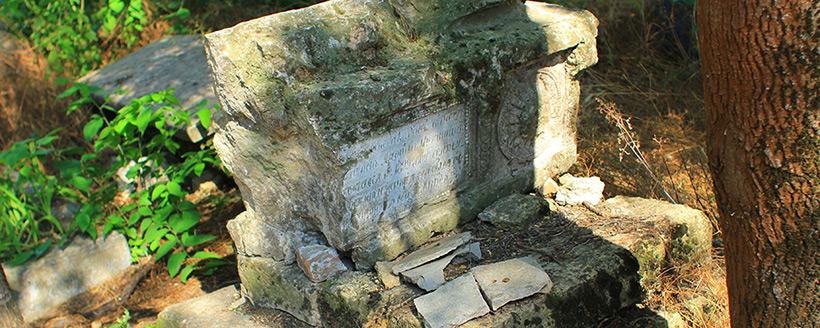 Художественное надгробие XVIII века и первой половины XIX века