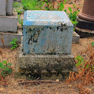 Старое кладбище Таганрога. Дореволюционный постамент без о/з