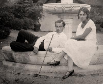 Старое кладбище Таганрога: Иван Дмитриевич Василенко с сестрой в Крыму.