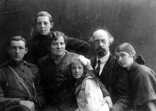 Старое кладбище Таганрога: Валериан Молла со своей семьей