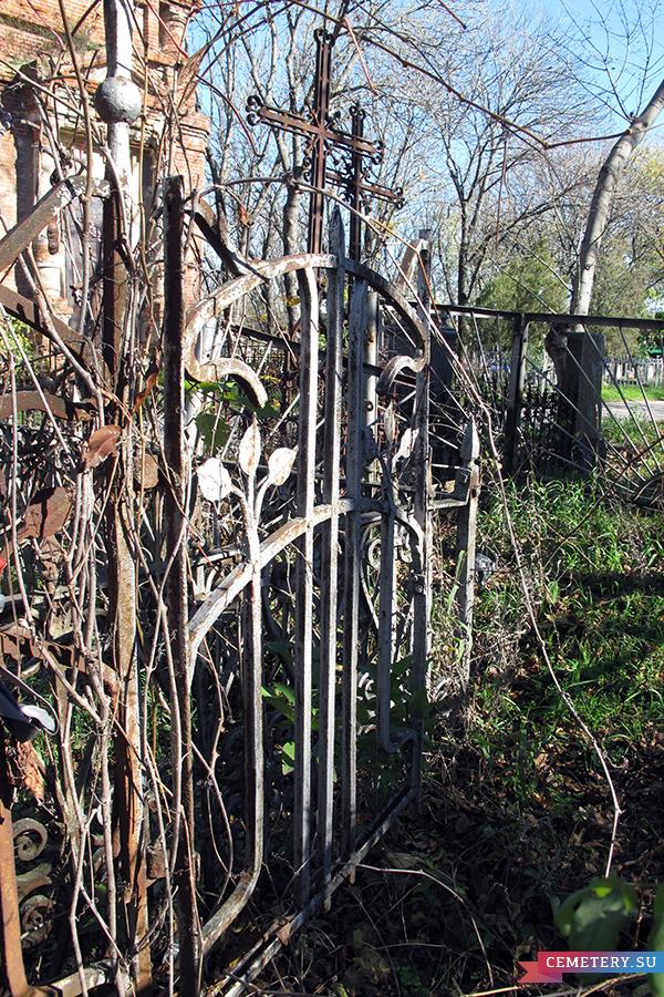 Старое кладбище Таганрога. Захоронение С. Н. Эрмидопуло и семьи Безац