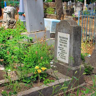 Старое кладбище Таганрога. Е. Г. Надолинская
