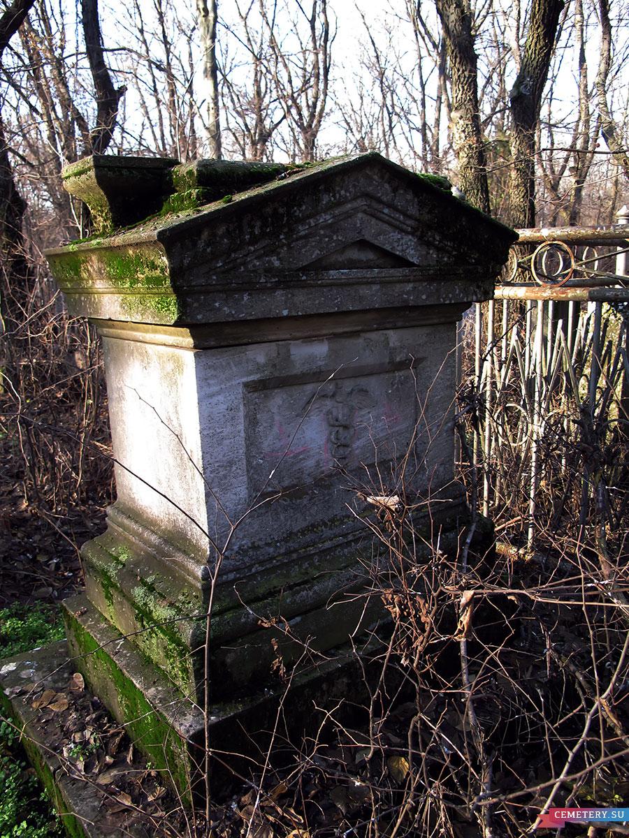 Старое кладбище Таганрога. Могила купца Исаиа И. П.
