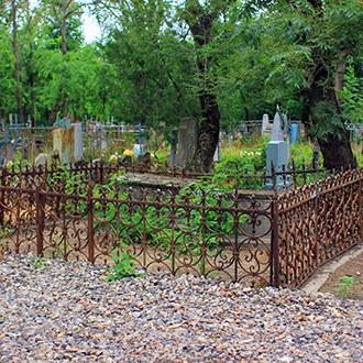 Старое кладбище Таганрога. Участок неизвестных рядом с Монети