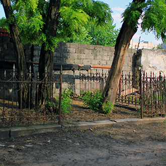 Старое кладбище Таганрога, Ограда без могил справа от входа