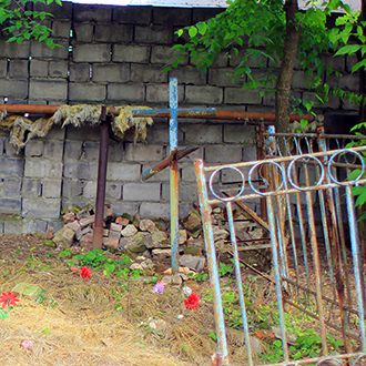 Старое кладбище Таганрога. Могила без о/з с крестом