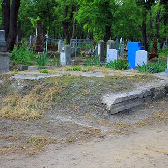 Старое кладбище Таганрога, Фамильный склеп на развилке у центрального входа