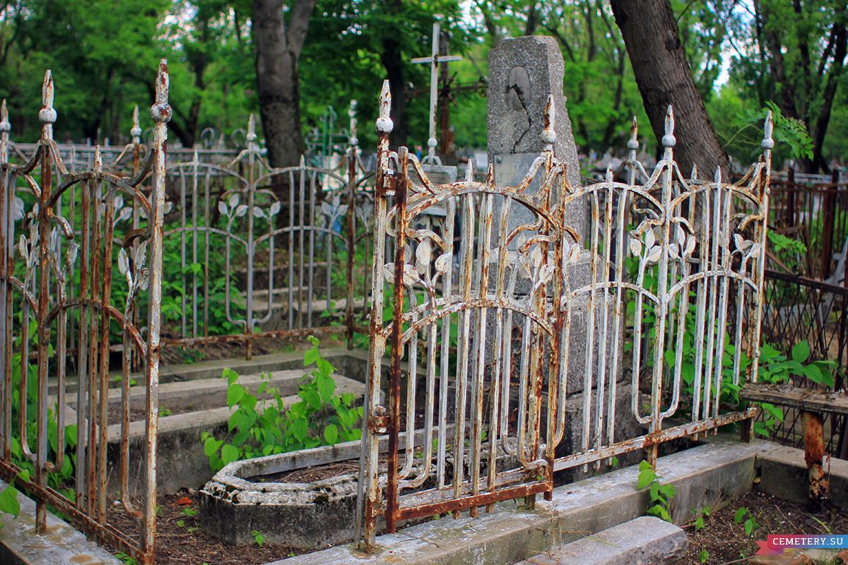 Старое кладбище Таганрога. Шимановская и Самодаева