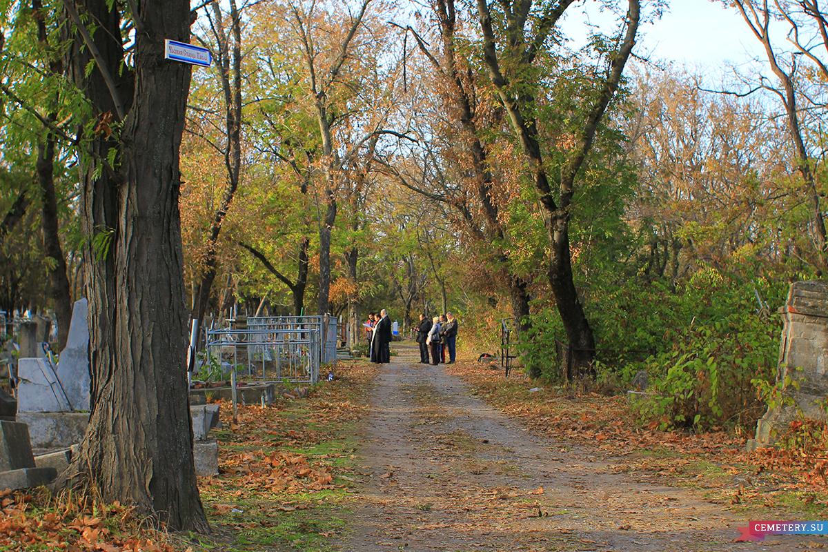 Старое кладбище Таганрога. Памятник А. Цахлю