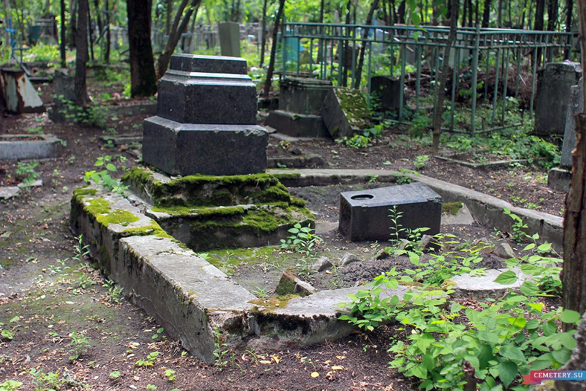 Старое кладбище Таганрога. Участок Исаковой