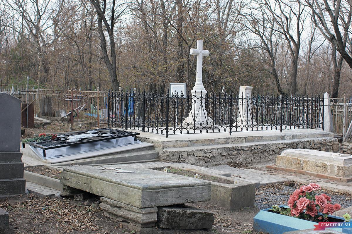 Старое кладбище Таганрога. Семейное захоронение Лакиер и Комнено-Варваци