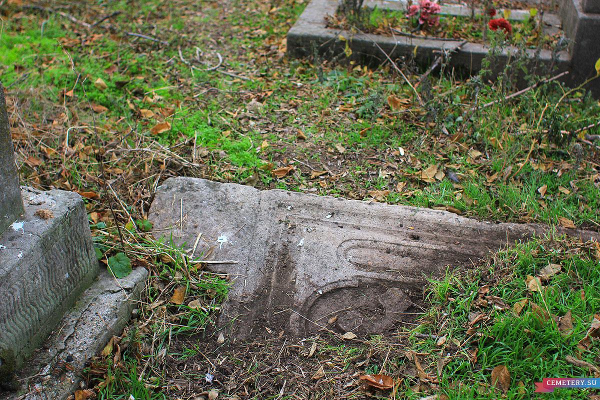 Старое кладбище Таганрога. До очистки.