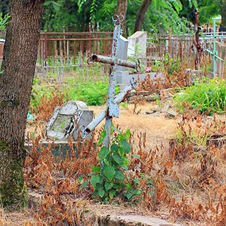 Старое кладбище Таганрога. Металлический крест