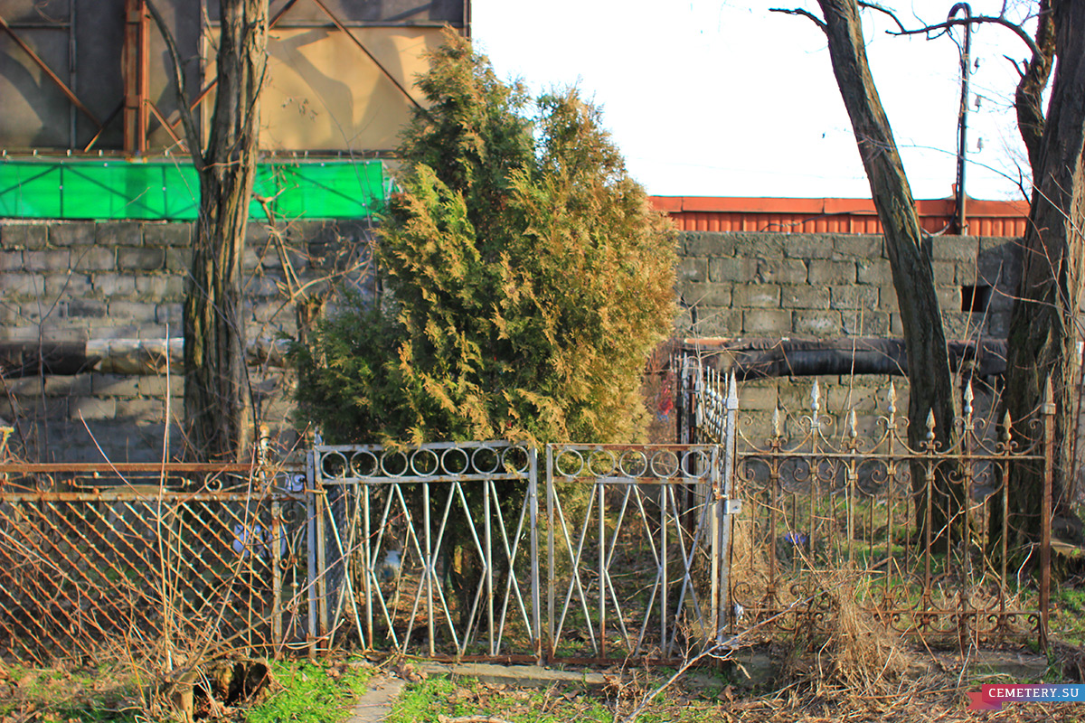 Старое кладбище Таганрога. Участок Олейникова Р. П.