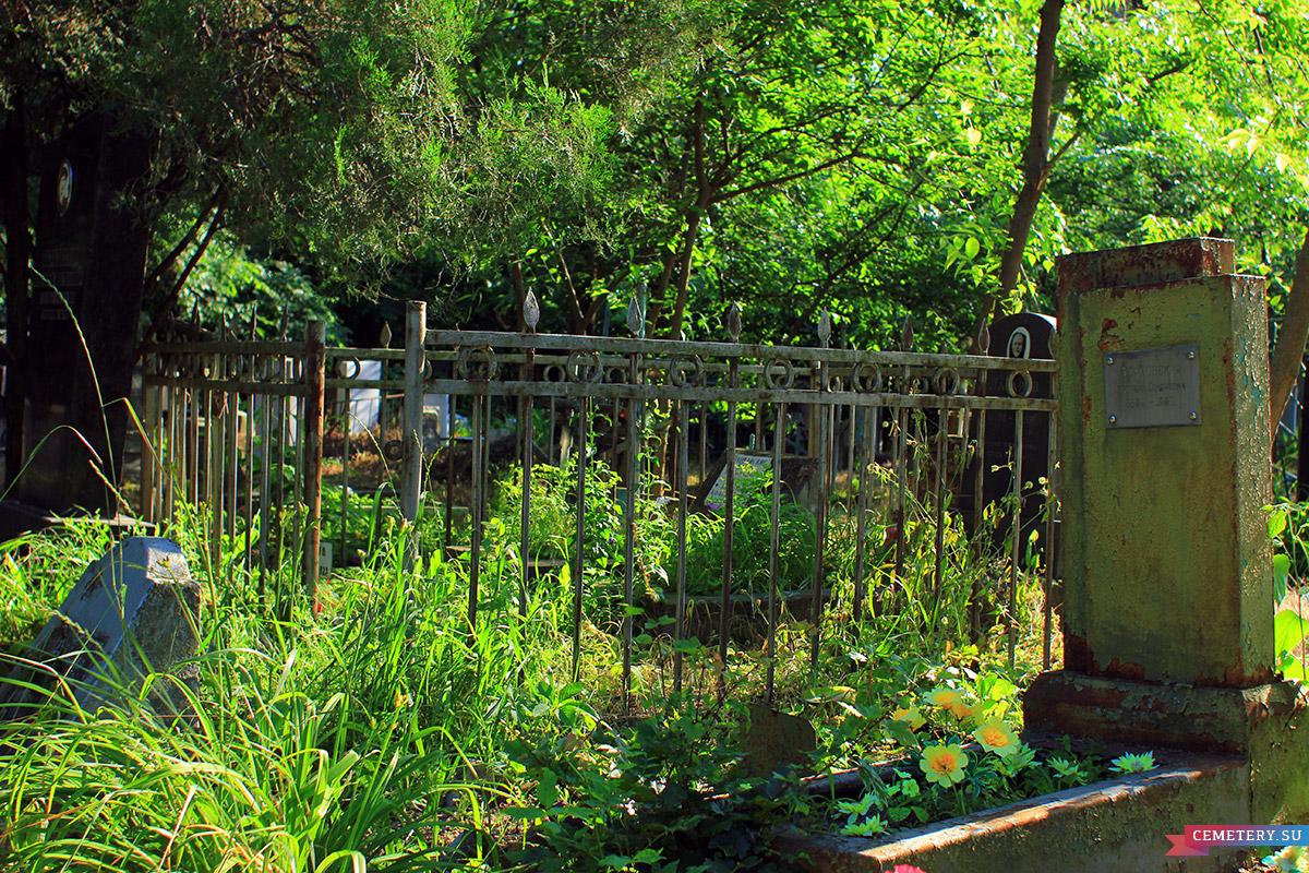 Старое кладбище Таганрога. Участок Иловайских, Лазаревых