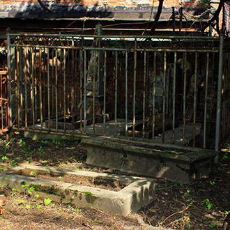 Старое кладбище Таганрога. Участок Асадских