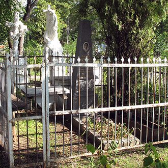 Старое кладбище Таганрога. Бондарева Оля и неизвестный