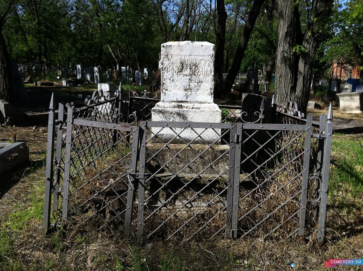 Старое кладбище Таганрога. Младенец Юлия Демина